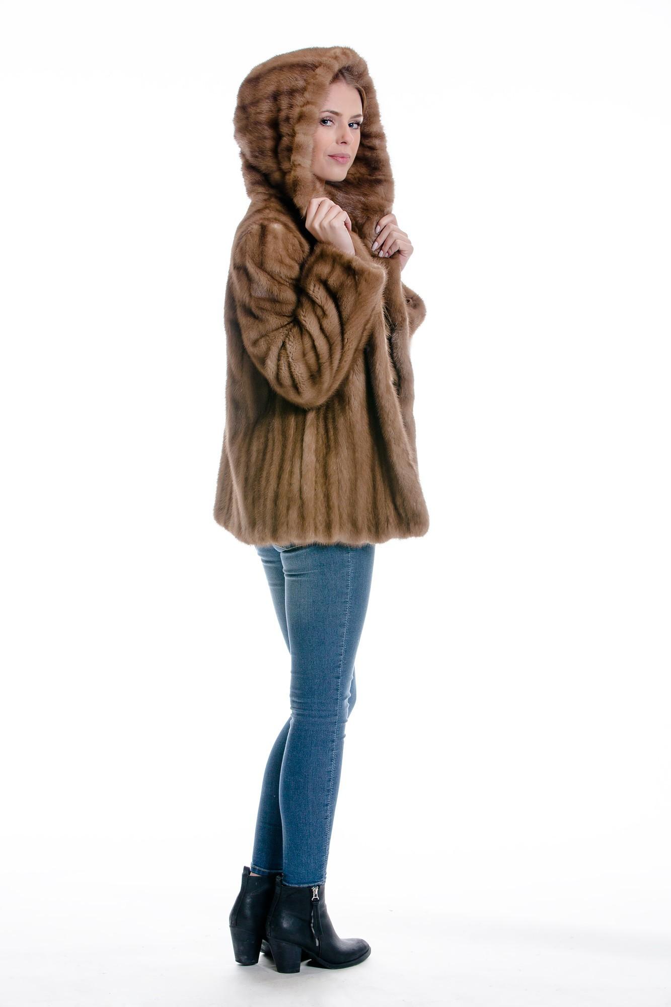 Pelz Umarbeitung Alter Pelz wird neuer moderner Pelz kaufen im Dein Pelz  Online Shop 4c76cb25bb