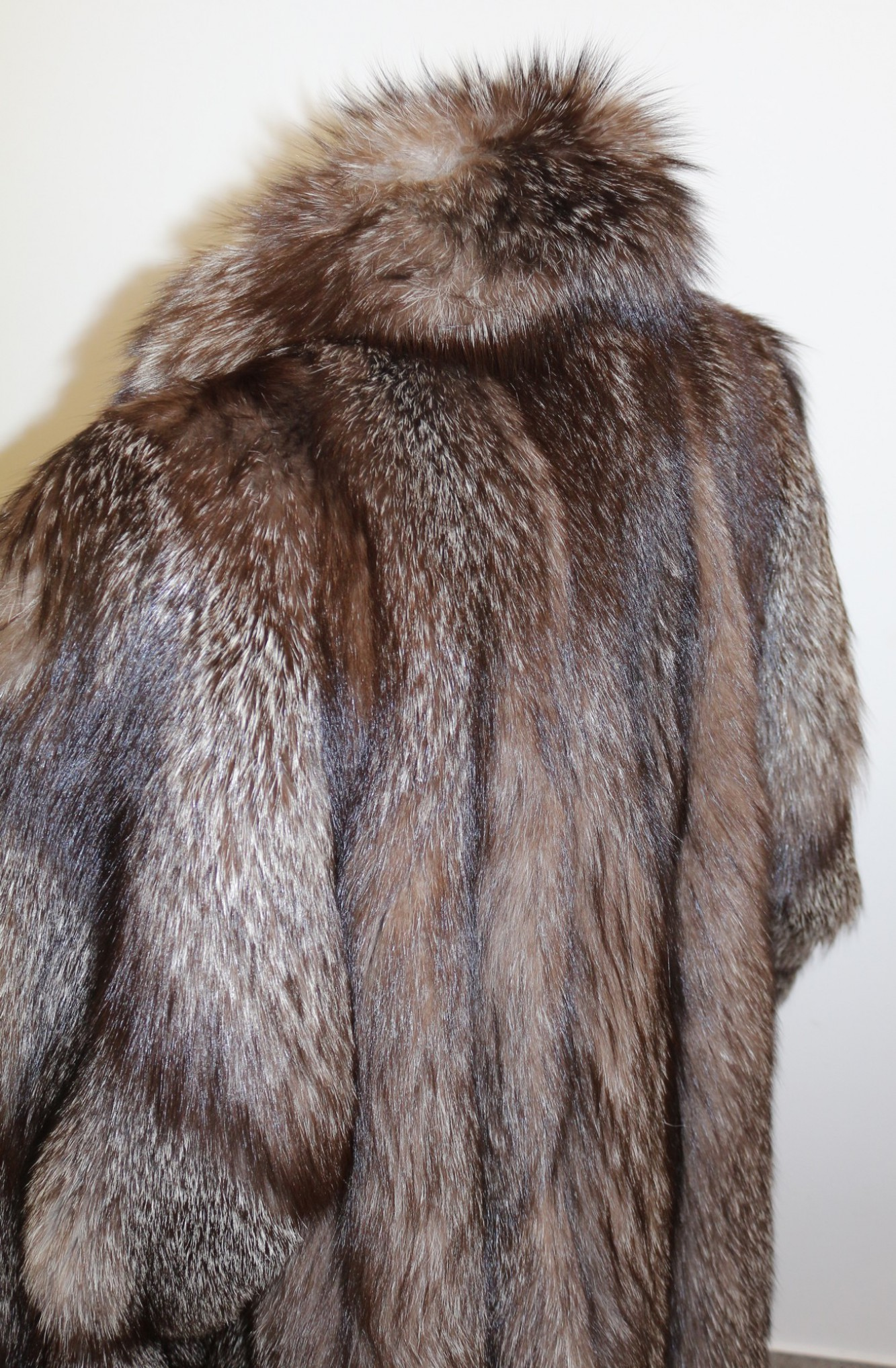 Buy fuchsmantel silver fox coat real fur coat online at your furs online shop - Bilder fur wohnungsdekoration ...