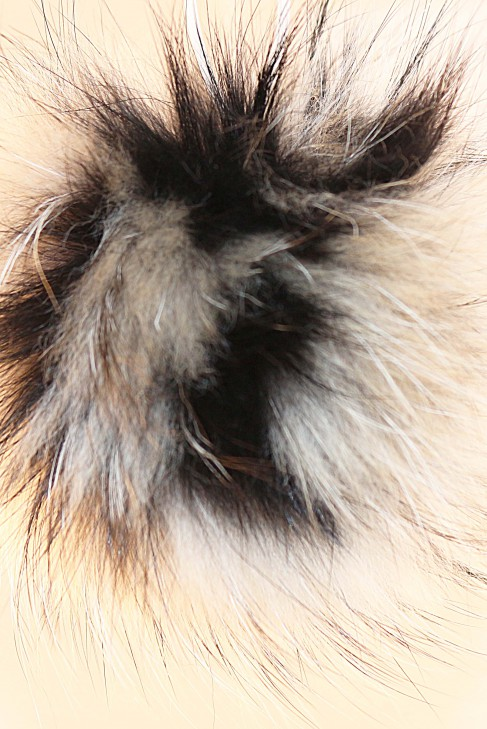 Finraccoon Bommel combined with Natural Black