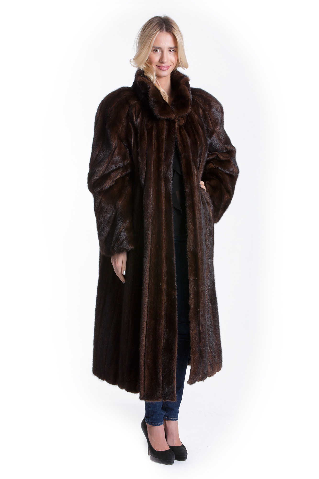 Leather coats for women are perfect for the fall weather. Kluger Furs has wonderful leather jackets in bold colors and patterns. Select a leather coat trimmed in lush fox, or complete your ensemble with a leather and mesh combination.