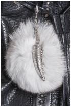Säbelzahn Design Silber Farbe Fuchs Bommel weiß Pelzanhänger