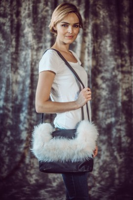 Fluffy white sporran Fuchs Fashion Style Pelzmode