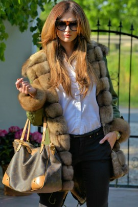 Green parka with an exceptional fox fur