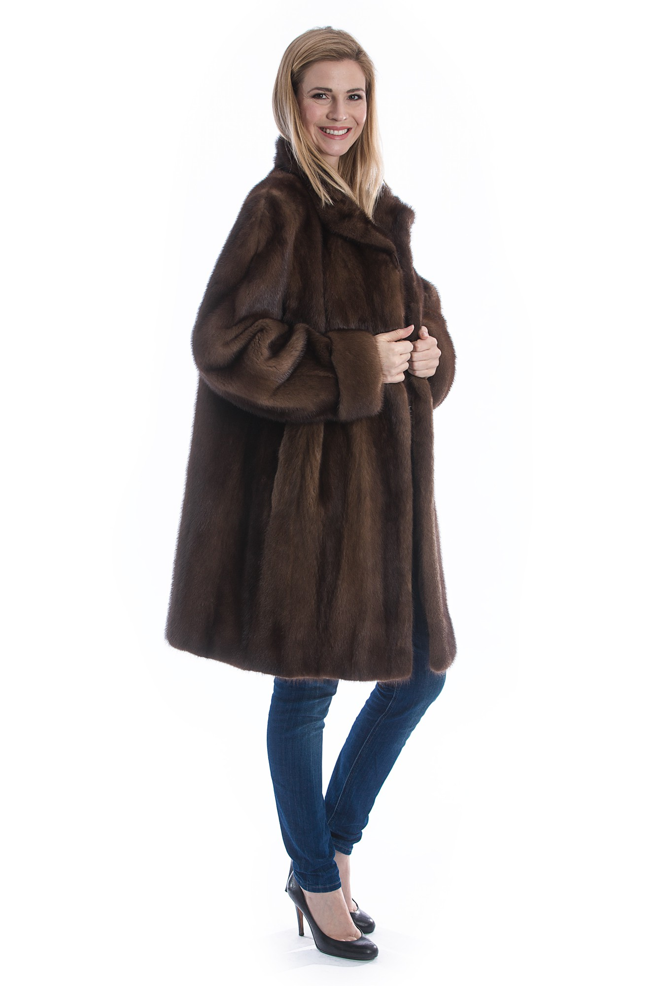 Fur Coats & Jackets. Fox Fur, coyote fur trim, rex rabbit, knit fascinatingnewsvv.ml coats just aren't what they used to be, and here at fascinatingnewsvv.ml, we're making the most of it. We're continuing to expand our selection of fur jackets and fur coats that are versatile enough to wear for casual use or formal enough for special occasions. Whether you're looking for classic mink coats or rabbit fur vests.