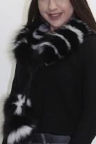 Pelz. Fell  .Schal .Blaufuchs Rolle schwarz-weiß mit Bommel