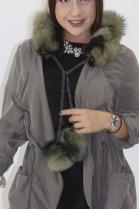 Pelz - Fell Rolle Blaufuchs grün schwarz mit Bommel
